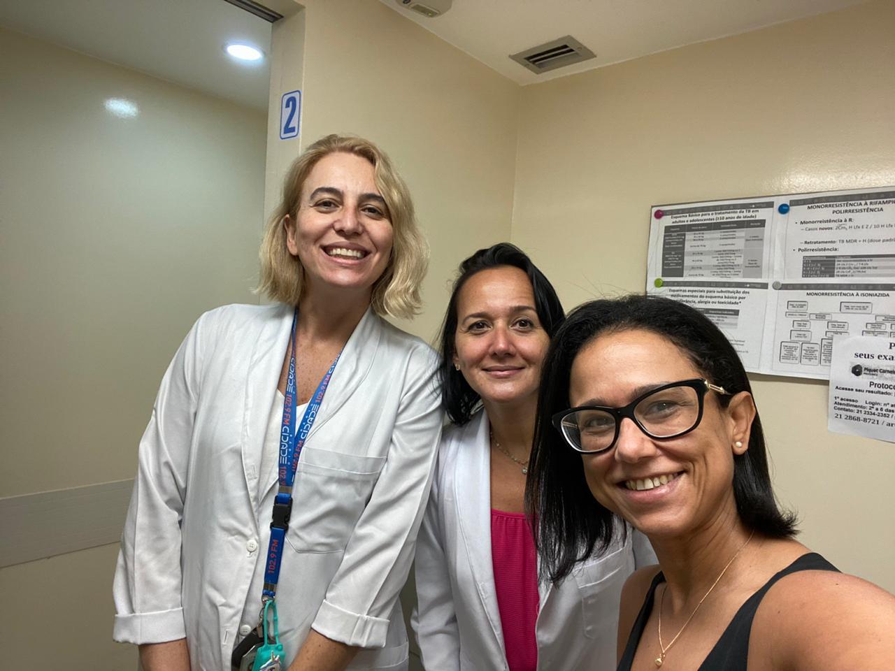 Foto de pesquisadores da Uerj que estudam efeito da vacina BCG no combate à Covid-19