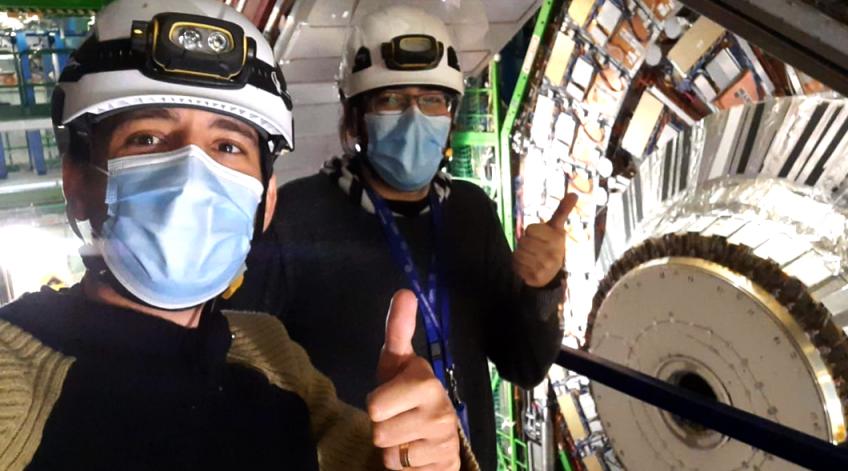 Os doutorandos da Uerj Mapse Barroso e Kevin Mota estão desenvolvendo pesquisas no renomado CERN, sede do maior colisor de partículas do mundo, o LHC.