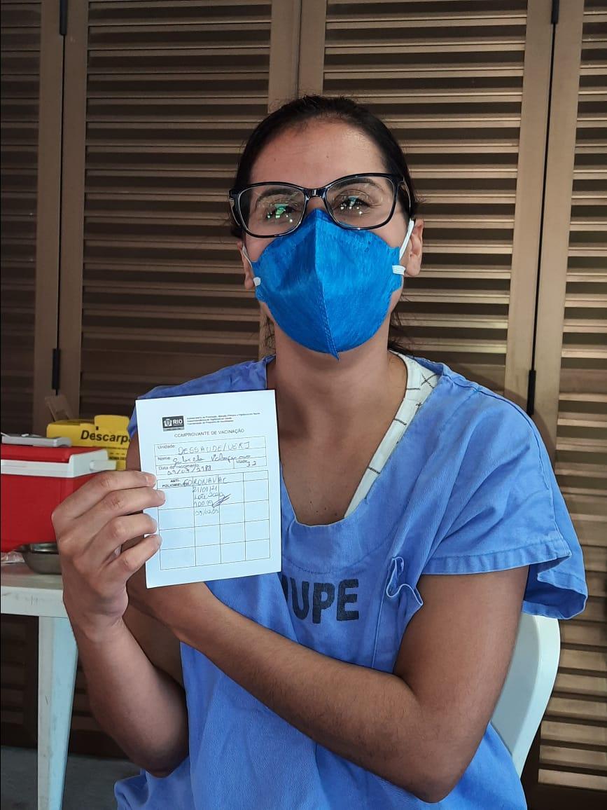Profissionais Do Complexo De Saude Da Uerj Que Atuam Na Linha De Frente Da Covid 19 Comecam A Ser Vacinados Uerj Universidade Do Estado Do Rio De Janeiro